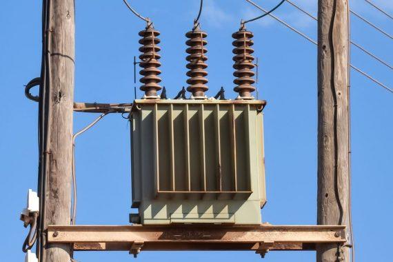¿Cómo funciona un transformador eléctrico?